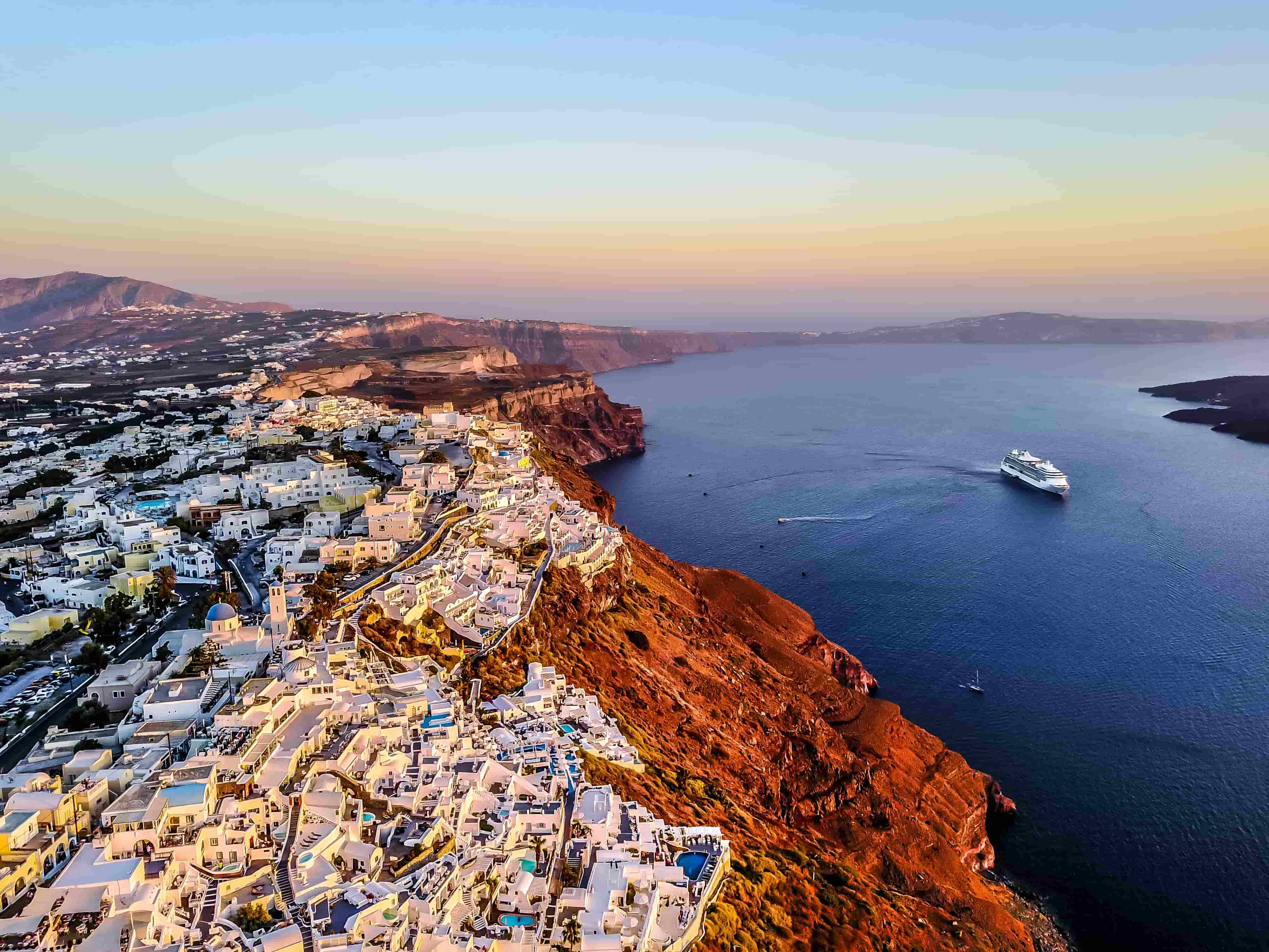 3 Top Places to relax in Santorini