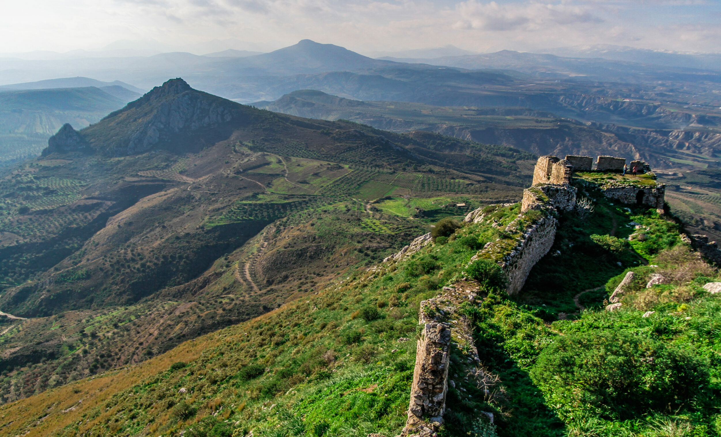 Corinth: Acrocorinth, the unknown imposing rock and its history