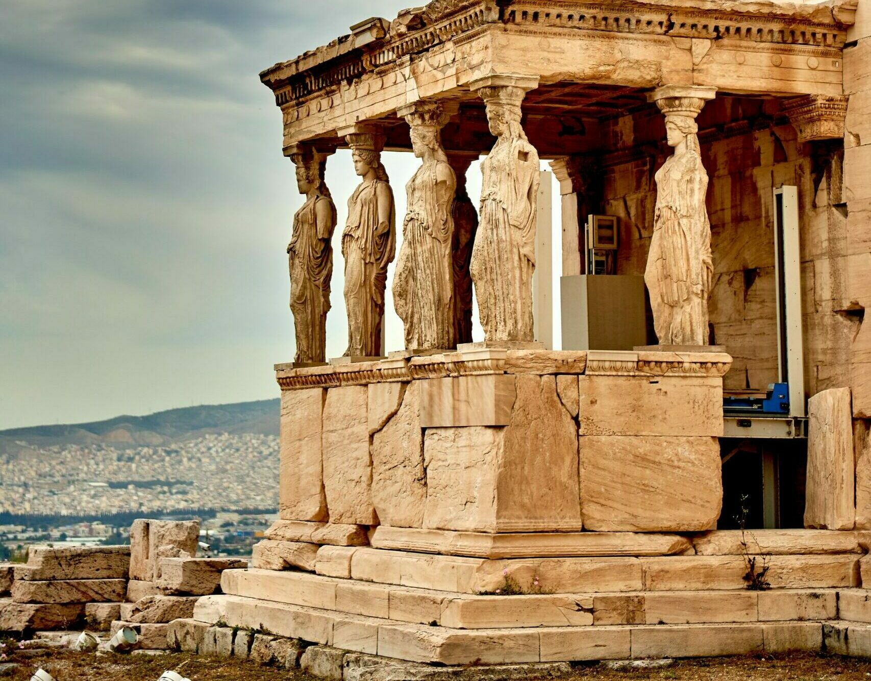 Which nation calls Greece Si-La and what it means