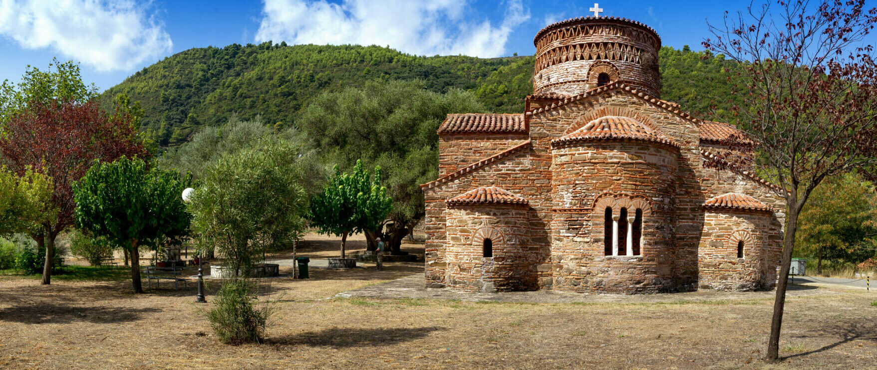 The imposing churches of Greece dedicated to Virgin Mary
