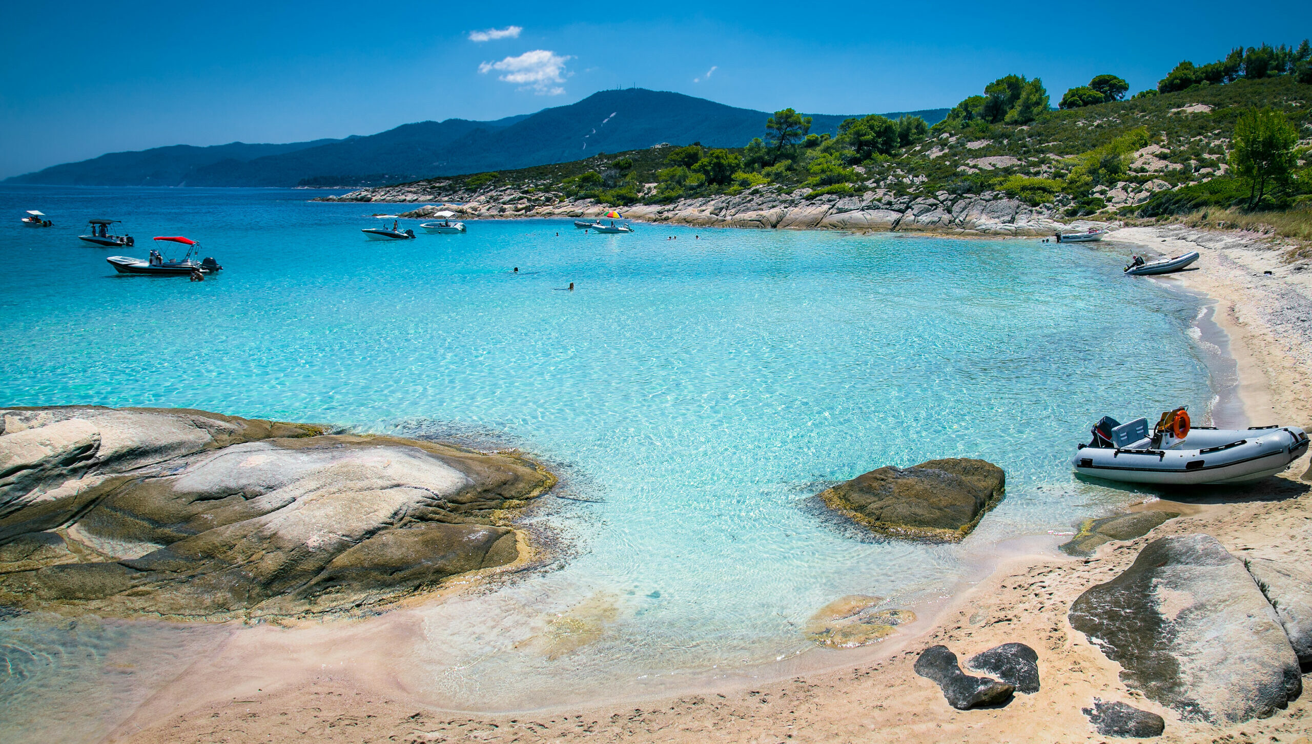 Halkidiki: Diaporos, the Greek island that it has warm waters all the year-round