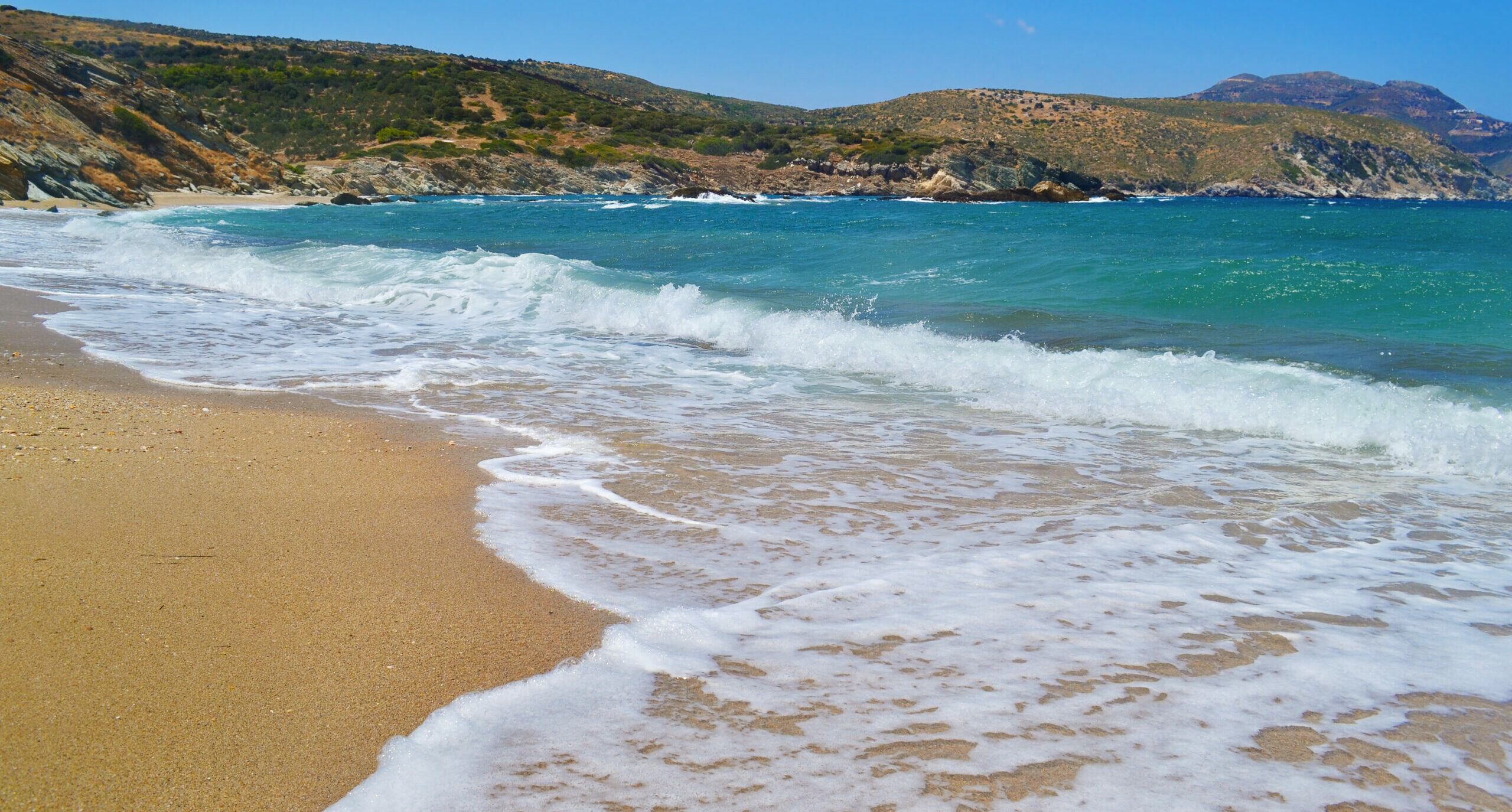 Korasida (the Daughter): The beach with turquoise waters just 2 hours away from Athens