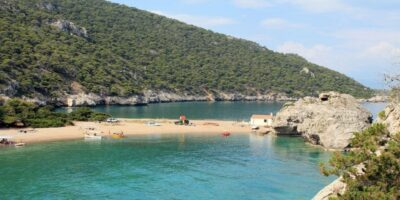 Four beautiful beaches at most an hour away from Athens