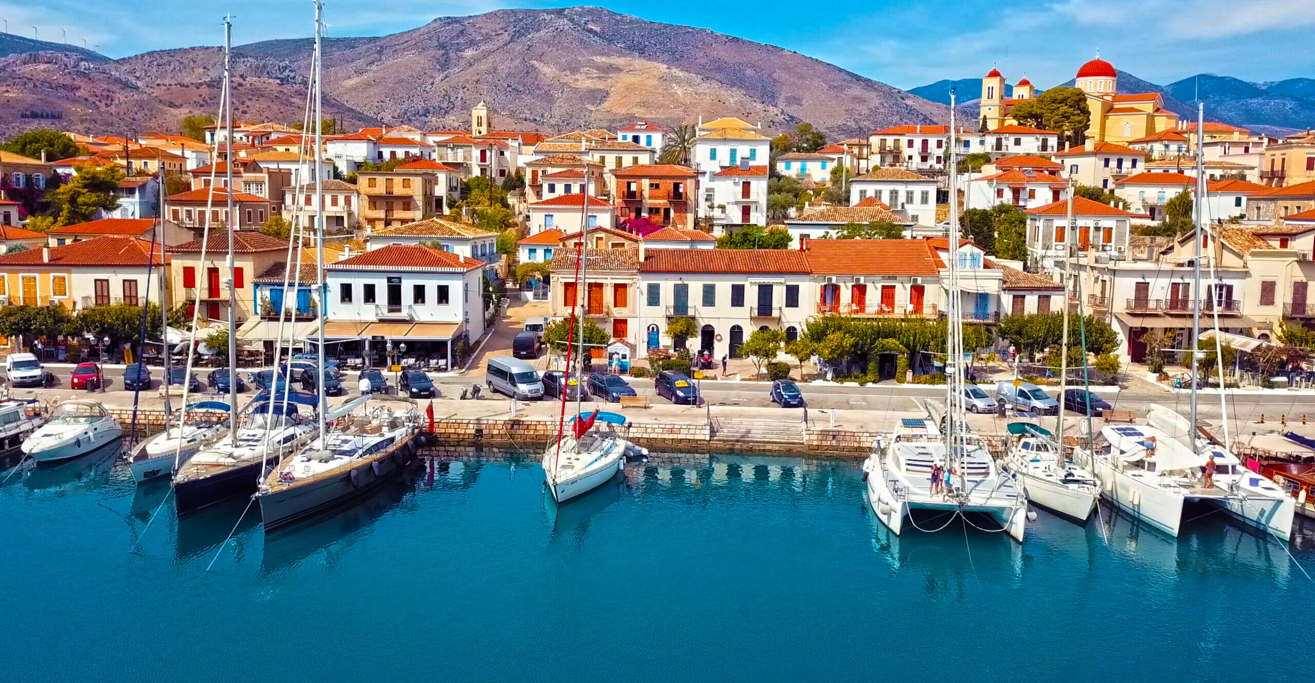 Galaxidi: The destination close to Athens that looks like an island but it is not