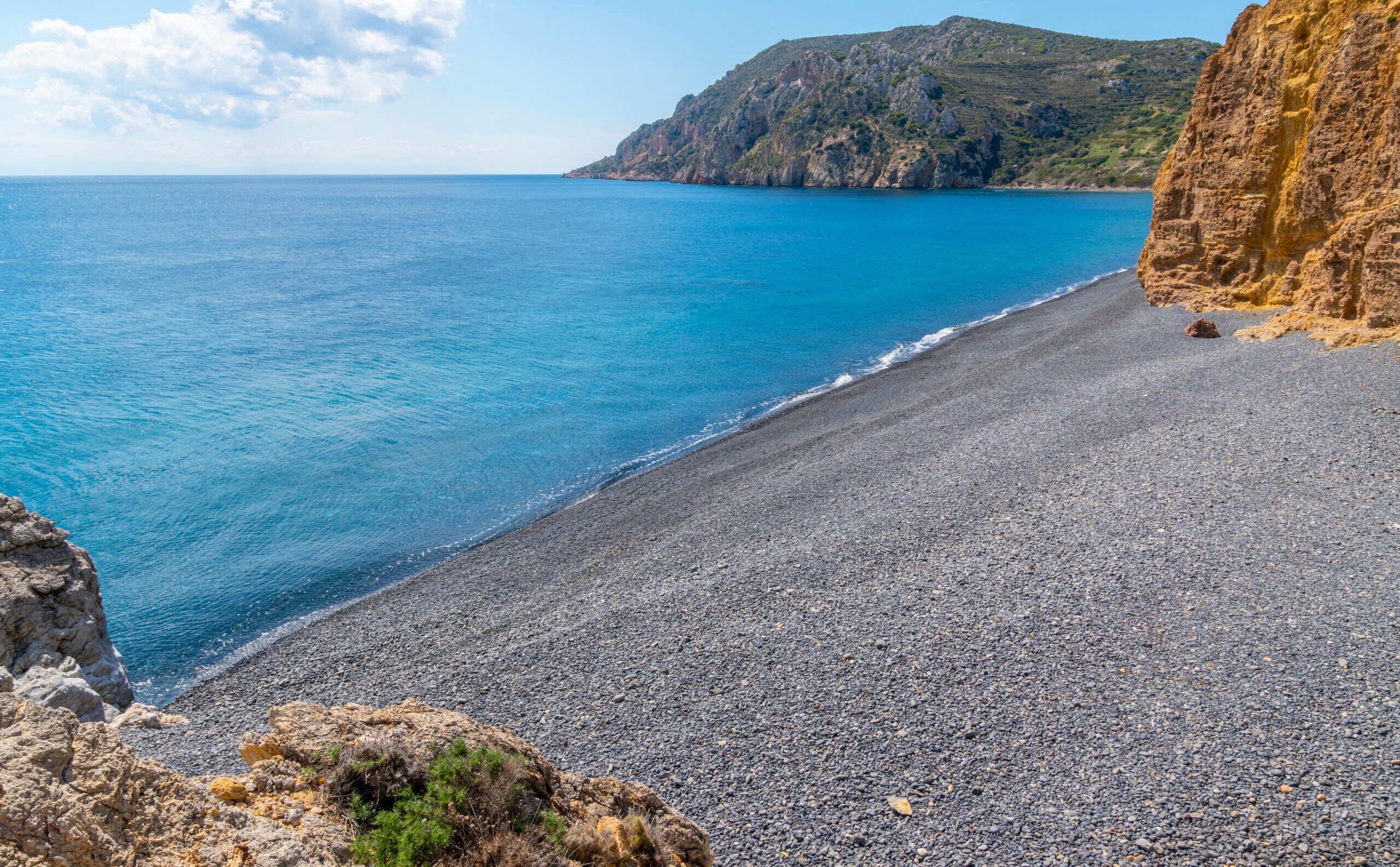 """This is the most impressive """"black"""" beach in Greece"""