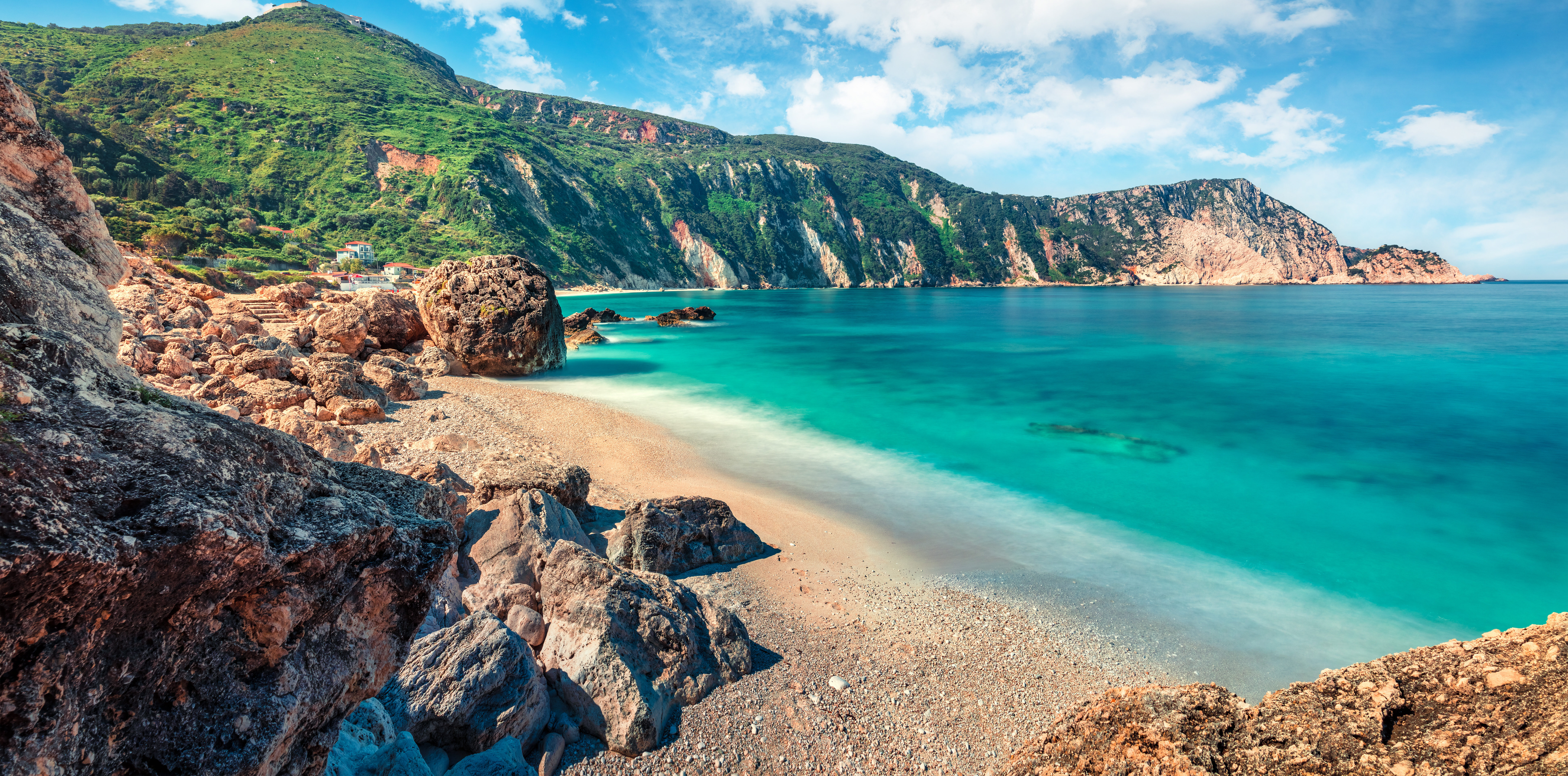 The 5+1 Greek islands that drive the real estate market