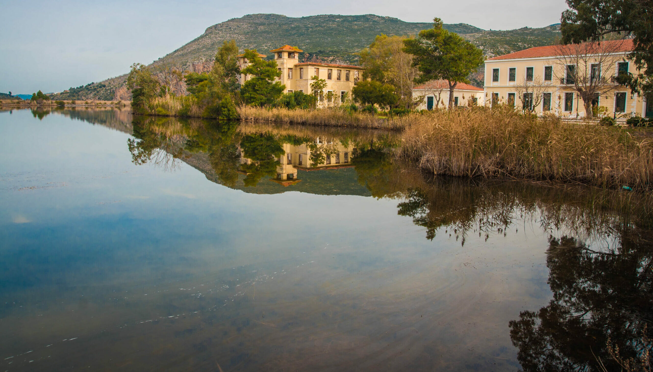 Peloponnese: Lake Kaifa, the beautiful Greek lake that seems to be joined by the sea