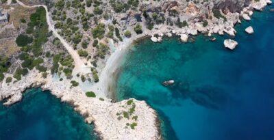 Kochi: The blue-green beach of Attica in Argosaroikos