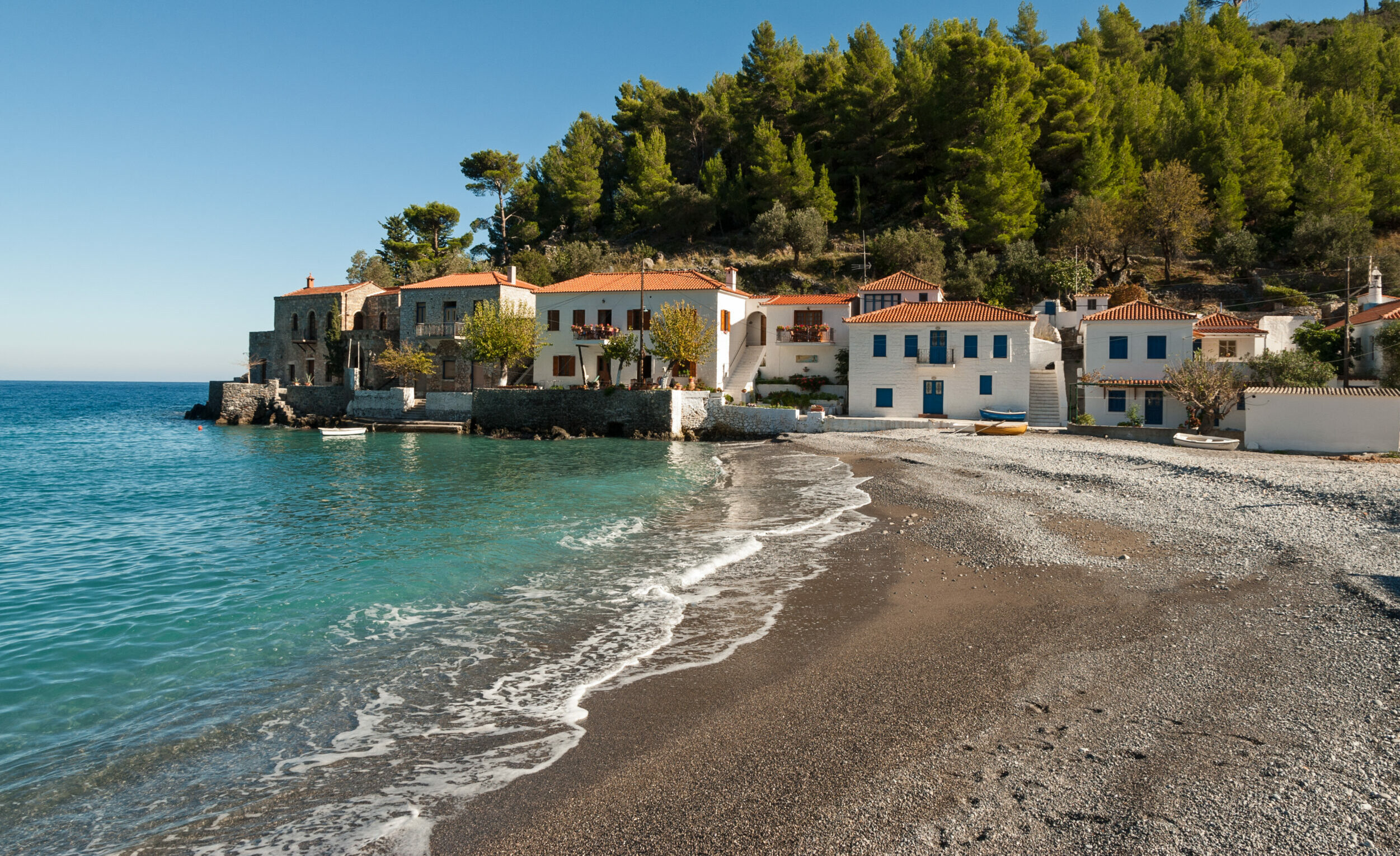 The hidden village of Greece between a mountain and the sea