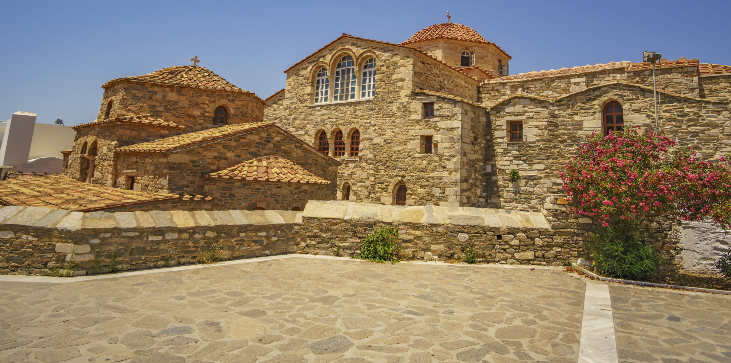 Paros-Panagia Ekatontapyliani: A storm gave birth to this jewelry