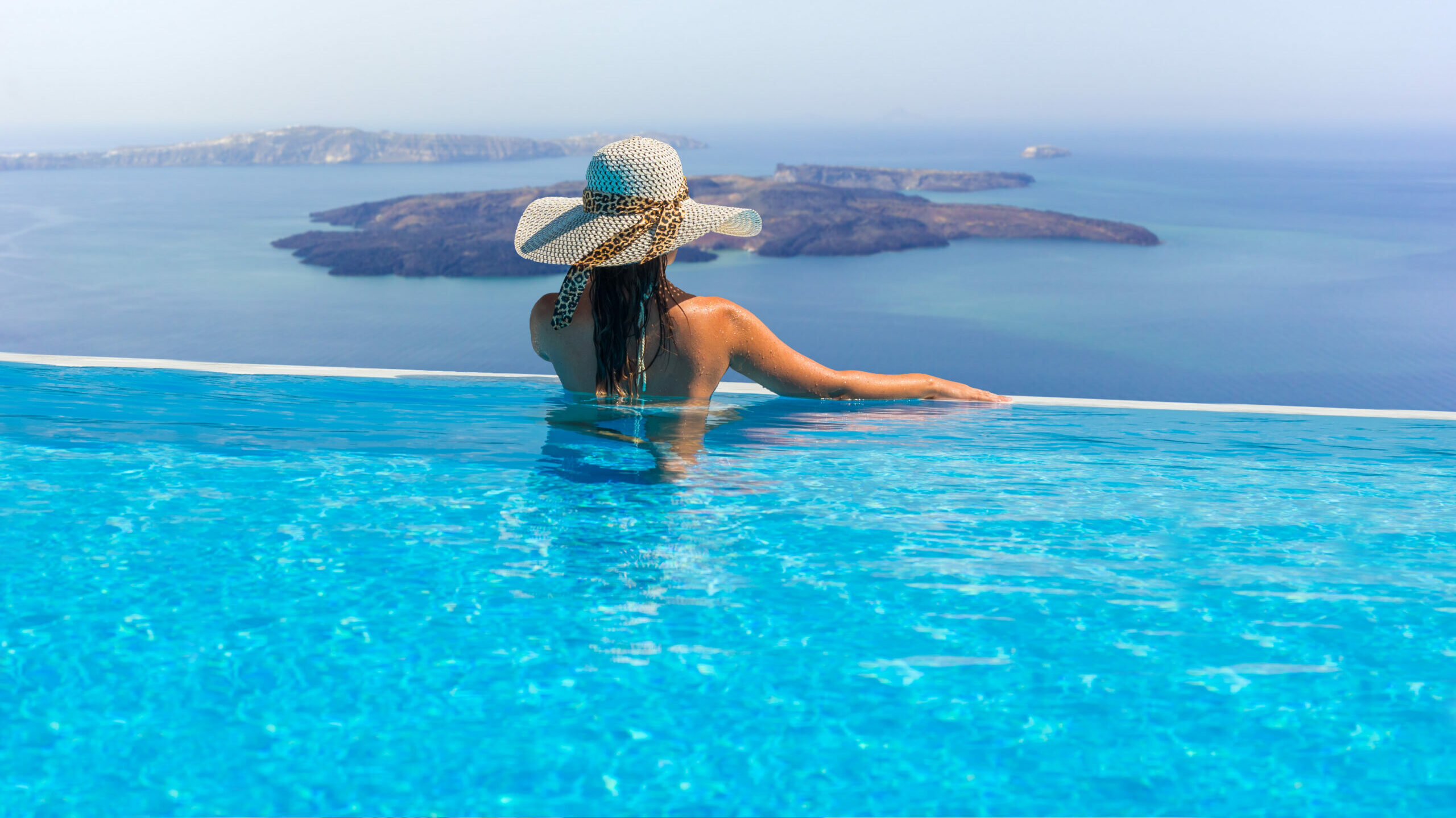 Santorini: The luxurious hotel where you go out on the balcony swimming